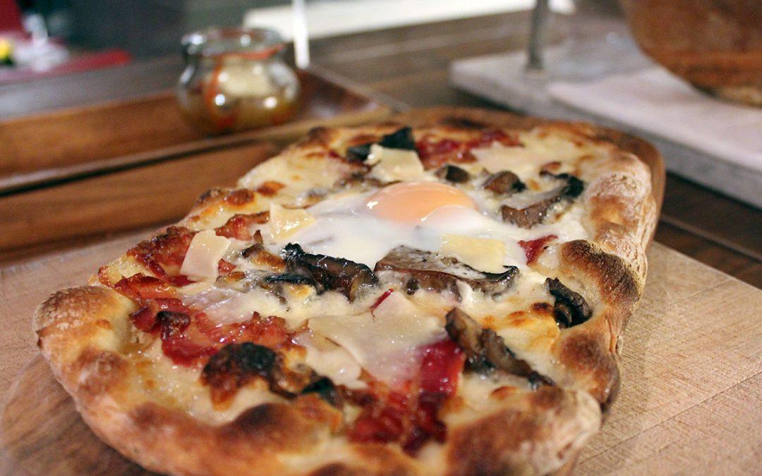 "Pizza ""Campania"" at Giovane"